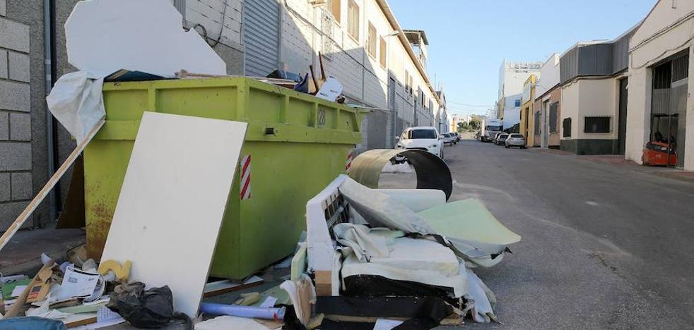 Los polígonos, dispuestos a asumir la recogida de residuos ante las carencias de Limasa