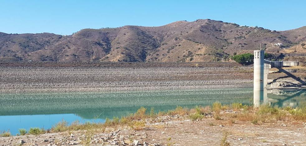 La Junta de Andalucía mantiene en febrero las restricciones del 60% para el regadío de subtropicales