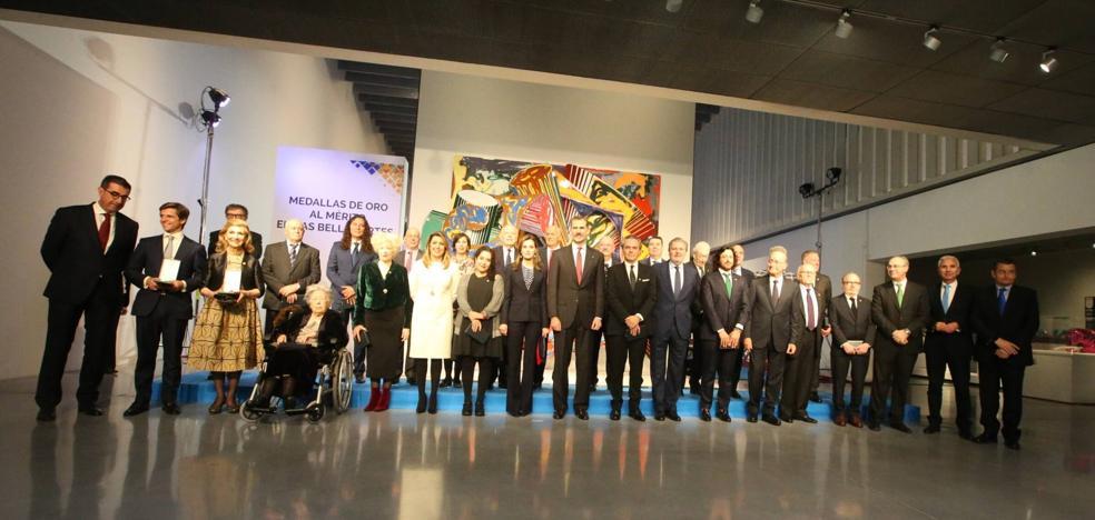 Felipe VI: «Esperamos y deseamos que continúe el vínculo del Pompidou con Málaga, Andalucía y España»