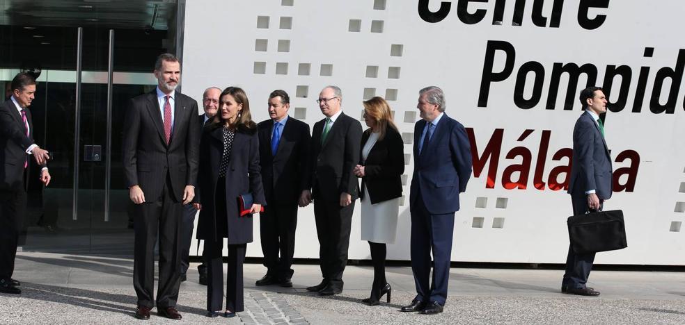 De la sobriedad de Letizia a la chaqueta escocesa de Lorenzo Caprile