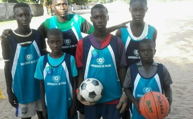 Los Balones Solidarios del Trofeo Rector viajan hasta Gambia