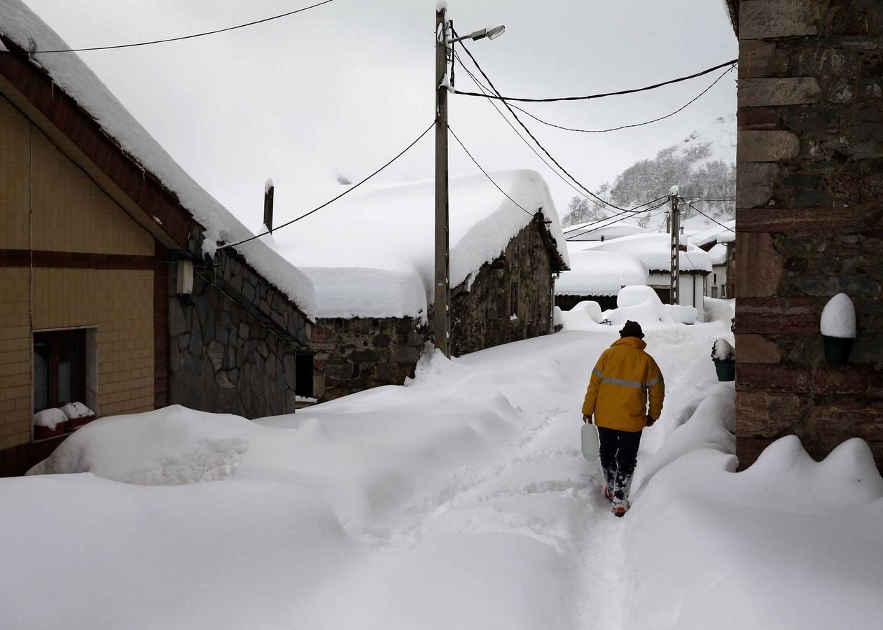 Las nevadas dejan bellas estampas por toda España