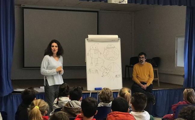 La UMA visibiliza el papel de la mujer en la ciencia en un colegio de Torremolinos