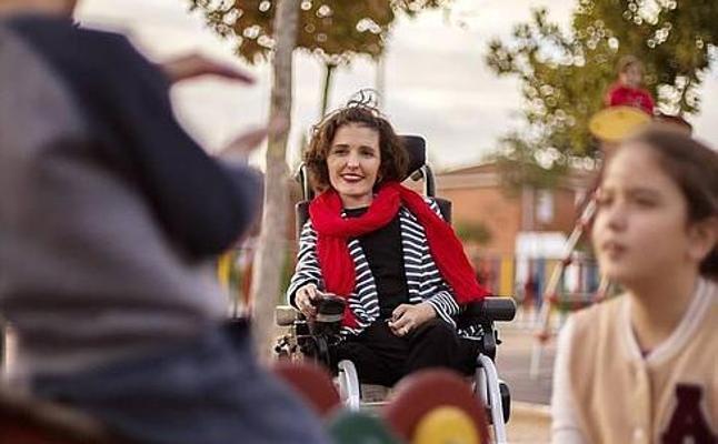 Una senadora discapacitada se expone a una sanción al votar por ella su asistente tras ir al baño