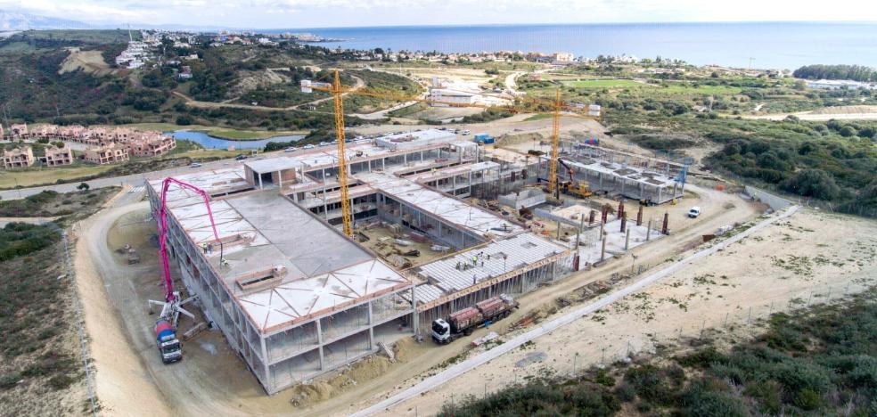 El Ayuntamiento de Estepona asegura que la estructura del Hospital estará concluida este mes