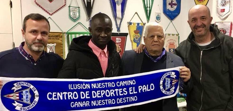 Oumar Diakite, de la patera a jugar al fútbol en El Palo