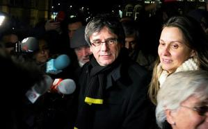 Puigdemont avisa a PP, PSOE y C's de que les pasarán «pacíficamente por encima»
