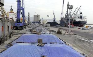 El aceite, los piensos para la agroindustria y el cemento se consolidan como los principales tráficos del Puerto de Málaga