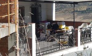 Una mujer de 44 años, asesinada por su pareja de 30 puñaladas en La Viñuela