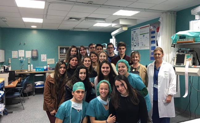 Estudiantes de Bachiller de Ciencias de la Salud visitan el Hospital Clínico Universitario