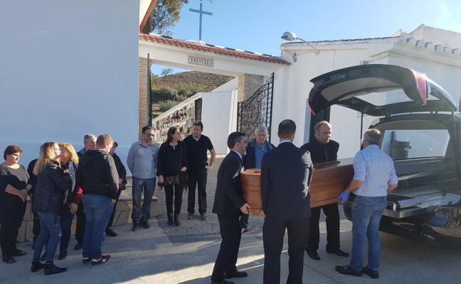 Los vecinos de La Viñuela despiden a María Adela