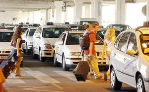 Entra en vigor la nueva regulación de taxis en el aeropuerto de Málaga