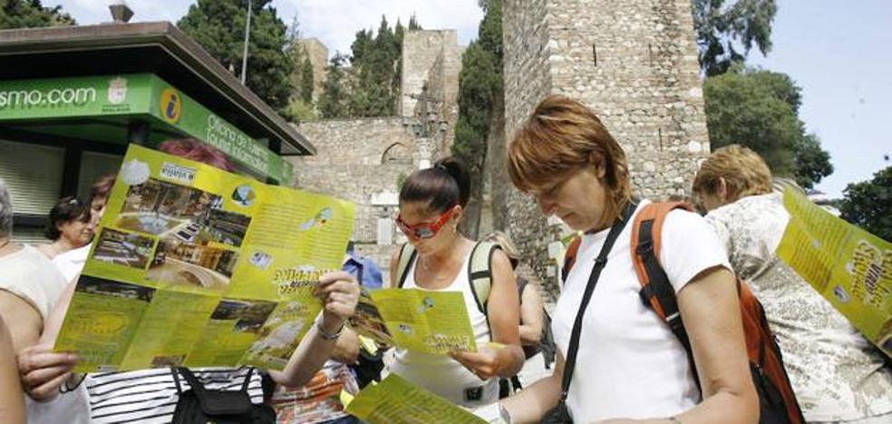 Málaga para la Gente denuncia la precariedad de los informadores turísticos de la ciudad