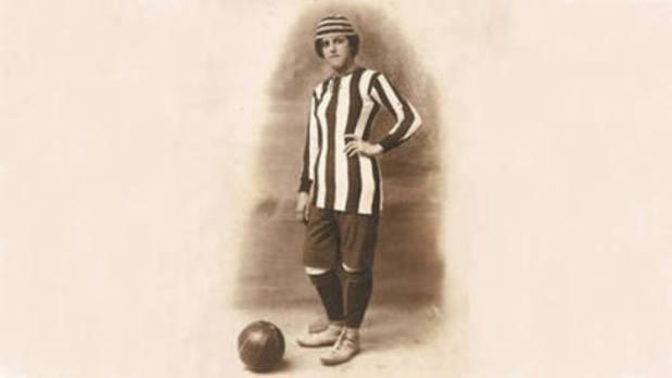 Nita Carmona, la malagueña que jugó al fútbol vestida de hombre