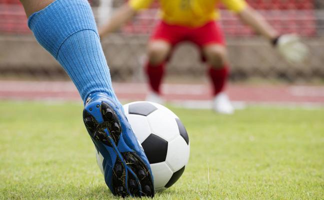 Condenado a prisión por darle una patada a otro en la cara en un partido de fútbol en Benajarafe