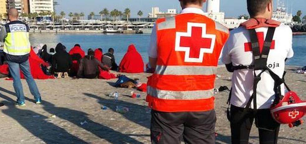 Llegan a Málaga 83 subsaharianos rescatados que iban en dos pateras