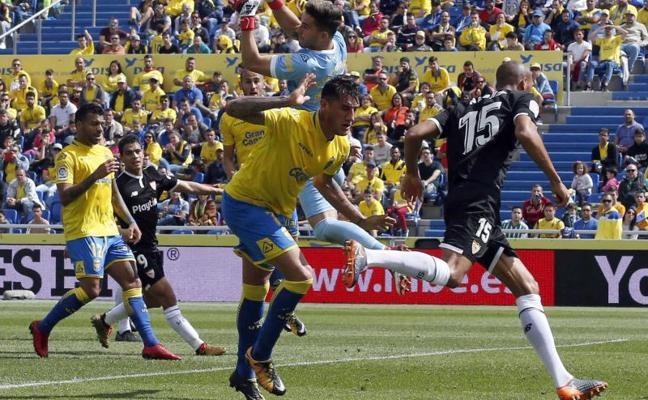 El Sevilla se lleva los puntos con polémica final