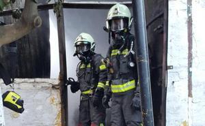 Desalojadas seis personas en Manilva al declararse un incendio en su vivienda