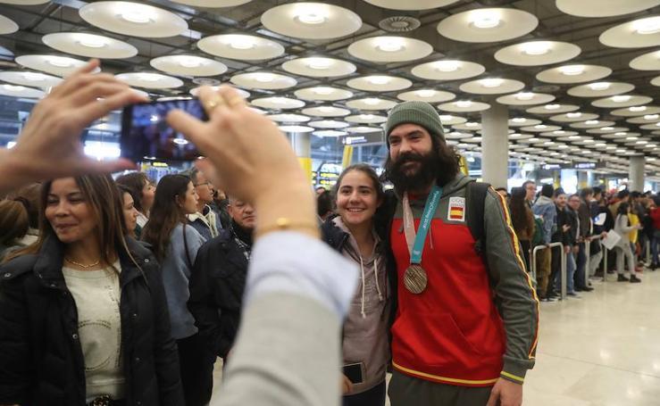 En fotos, la llegada de Regino Hernández a Madrid
