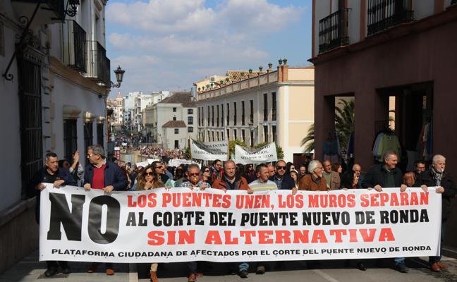 Vecinos de Ronda vuelven a pedir que se suspenda el cierre parcial al tráfico del Puente Nuevo