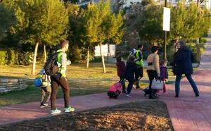Benalmádena desarrolla un programa para que los niños vayan caminando al colegio