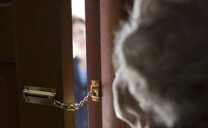 A prisión una pareja por asaltar de forma violenta a un anciano en su vivienda en Estepona para robarle la pensión