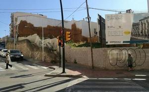 Así lograron evitar unos policías de Málaga que una mujer se tirara de un tercer piso
