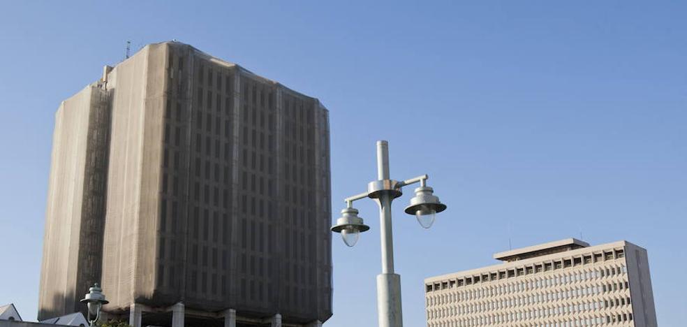 La Diputación mantiene a la Junta el embargo del edificio de Correos