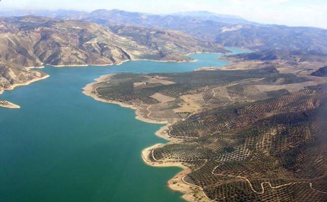 Cinco empresas públicas de agua negocian el precio de los trasvases del Campo de Gibraltar a la Costa del Sol