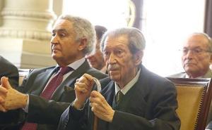 Manuel Alcántara recibirá la Medalla de San Isidoro de Sevilla de la UNEE