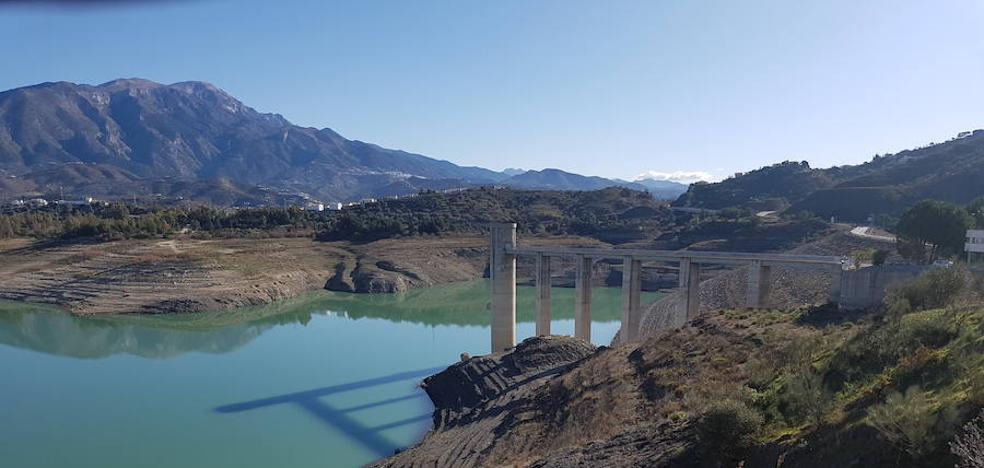 """La Junta califica de """"severa"""" la sequía en la Axarquía pero no prevé cortes de agua a la población"""