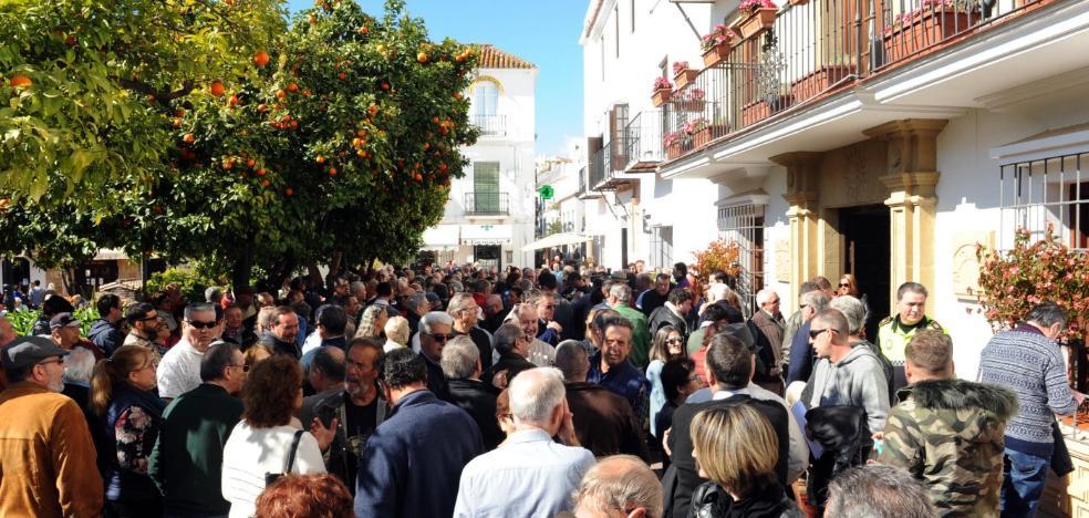 La protesta por las pensiones reúne a unas 250 personas en Marbella