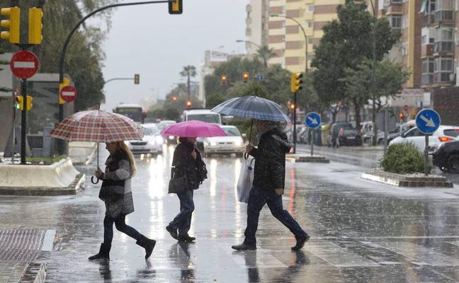 Un sábado y domingo con frío, antesala a una semana blanca pasada por agua en Málaga