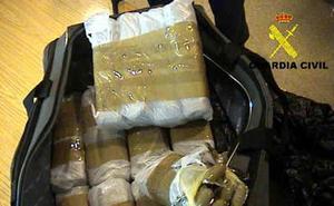Incautados 2.500 kilos de hachís en una nave industrial de La Línea