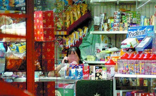 Desarticulada una banda dedicada al robo con fuerza en bazares chinos de la Axarquía