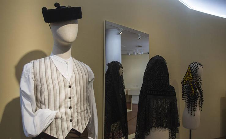 La muestra 'Así se vestía en Málaga', en fotos