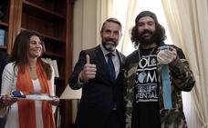 Mijas se rinde a Regino Hernández