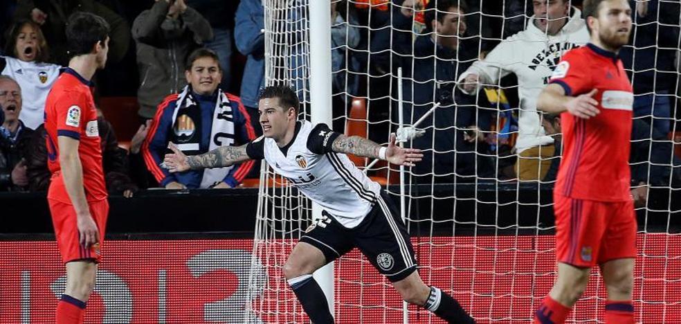 Un Valencia discreto ganó a una Real que mereció más