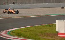 Alonso comienza con un susto para no perder la costumbre
