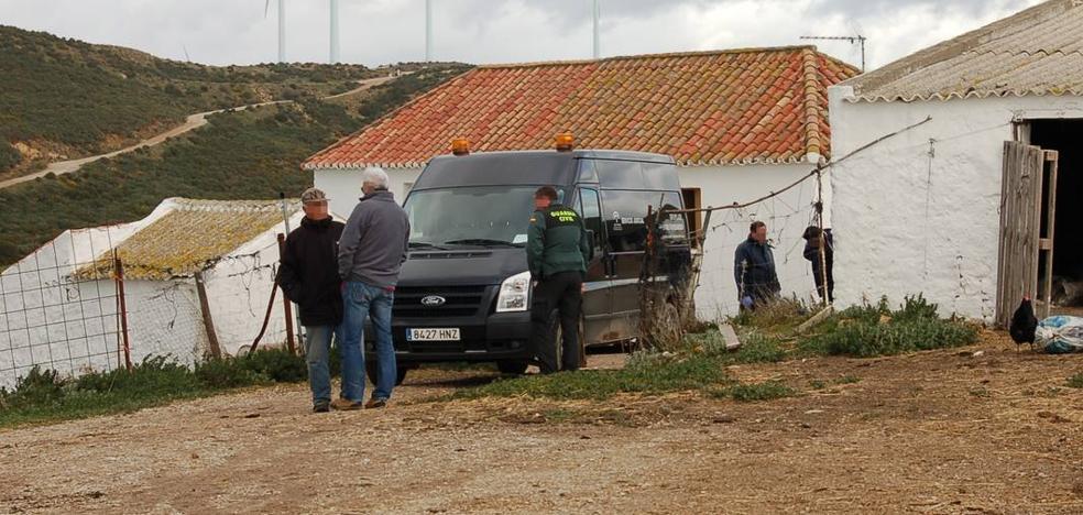 Secuestran a tres cabreros y matan a uno de ellos en un cortijo en Casares