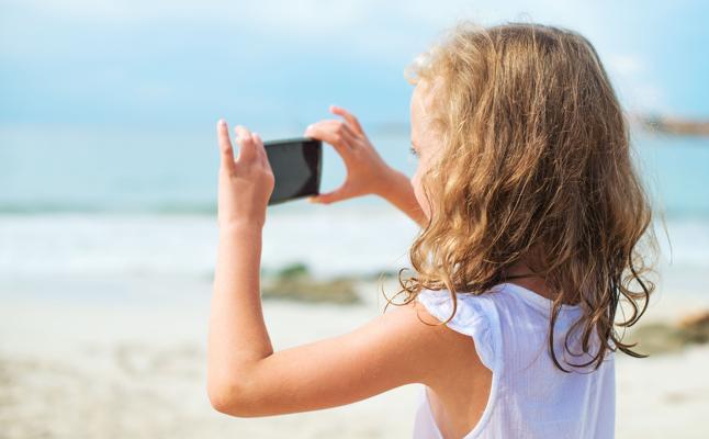 Smartphones y menores: más uso, más exposición a riesgos, pero menos daños
