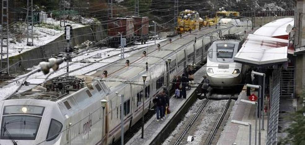 La huelga de maquinistas obliga a cancelar 106 trenes AVE el viernes