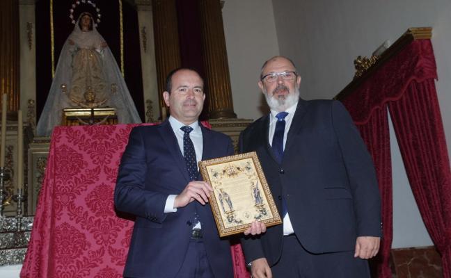 El Rocío entrega a Manuel Castillo el nombramiento como pregonero de este año