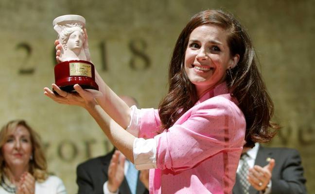 La actriz Nuria Gago Roca logra el Premio Azorín con 'Quiéreme siempre'