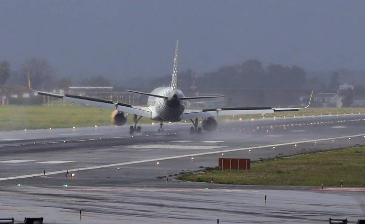 Aeropuerto de Málaga: aterrizaje de aviones durante el aviso naranja por lluvias y viento