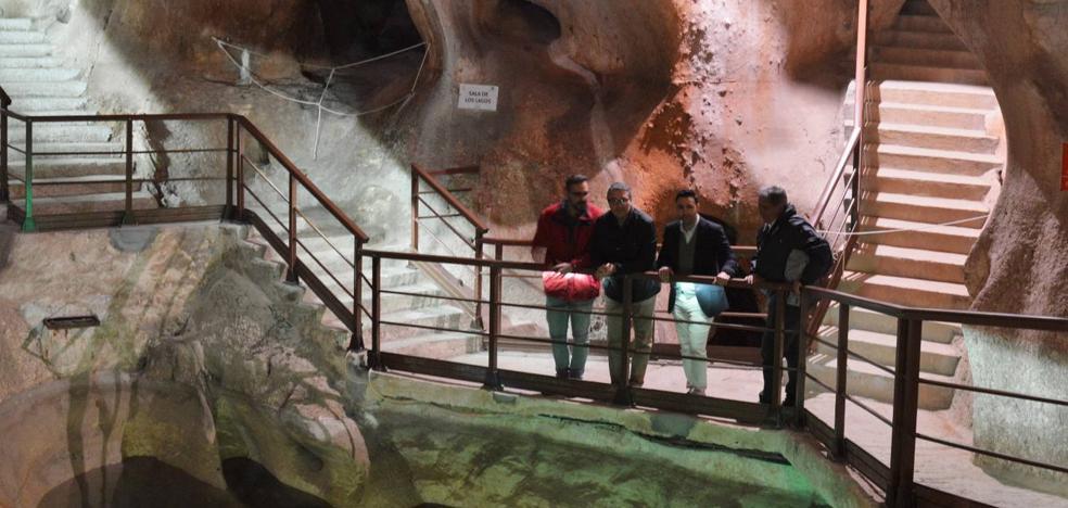 Rincón de la Victoria cambia la iluminación para combatir el 'mal verde' en la Cueva del Tesoro