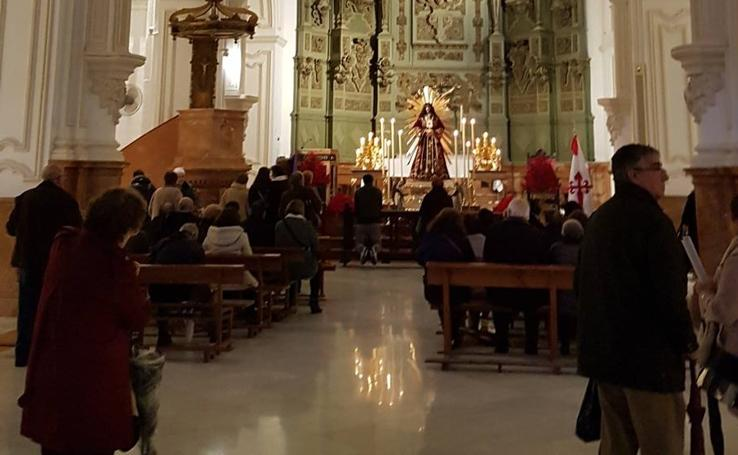 La visita este viernes de cientos de fieles a Jesús de Medinaceli de Málaga, en imágenes