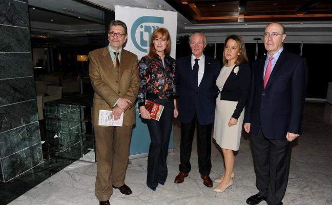 El CIM reúne a Gloria Lomana, Ignacio Camacho y Josep Piqué