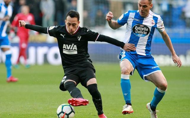 Seedorf sigue sin ganar y el Deportivo no pasa del empate ante el Eibar