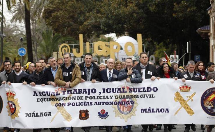La manifestación policial por la equiparación salarial en Málaga, en fotos